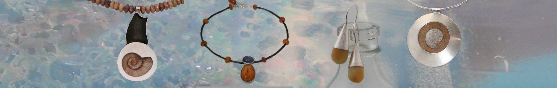 Een collier met een ammoniet en jaspis kralen, een collier van barnsteen, kyaniet en serpentijn, barnsteen oorhangers, een hanger met ammoniet