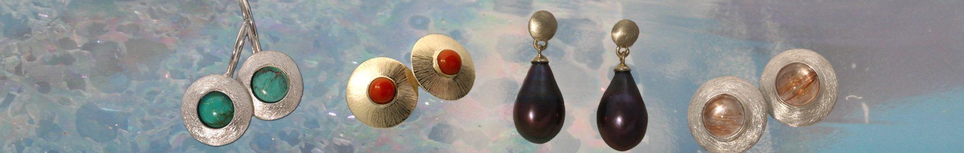 Zilveren Schijfoorbellen met turkoois, geelgouden oorknoppen met bloedkoraal, geelgouden oorhangers met zwarte pareldruppels, zilveren oorknoppen met rutielkwarts.
